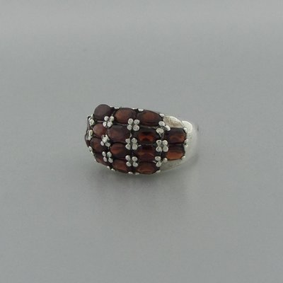 Zilveren Ring met granaatjes