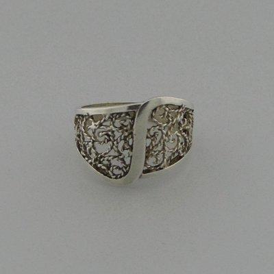 Zilveren Ring bewerkt