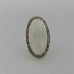 Zilveren Ring Ovaal Parelmoer met Markasietjes