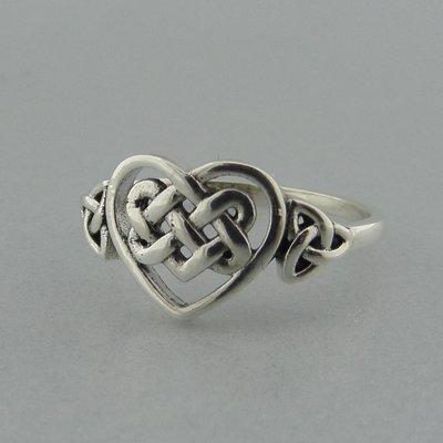 Zilveren Ring Hartje met Keltische Triquetra