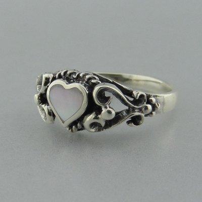 Zilveren Ring Hartje met Parelmoer Wit
