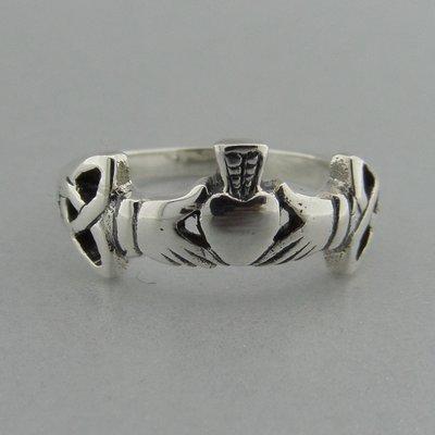 Zilveren Ring Claddagh met Keltische Triquetra