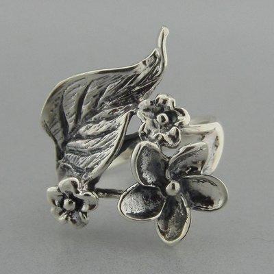 Zilveren Ring Bloemetjes met Blad