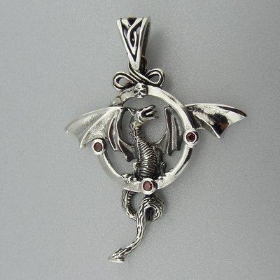 Zilveren Hanger Draak in Cirkel met Granaat steentjes