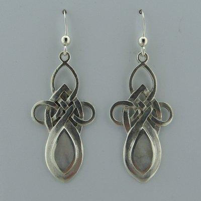Zilveren Oorbel Keltische Knoop met Parelmoer
