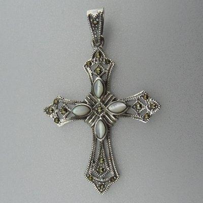 Zilveren Hanger  Kruis met Parelmoer en Markasietjes