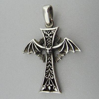 Zilveren Hanger  Kruis met Vleermuis