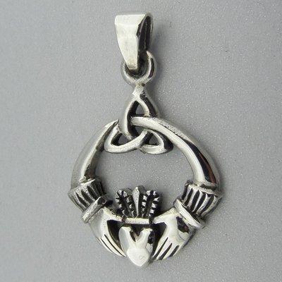 Zilveren Hanger Keltische Claddagh met Triquetra