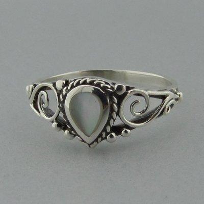 Zilveren Ring Druppel Parelmoer Wit