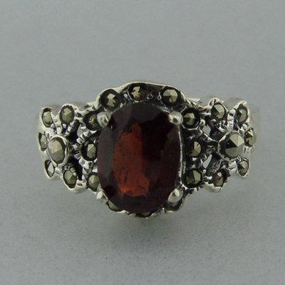 Zilveren Ring Granaat met Markasietjes
