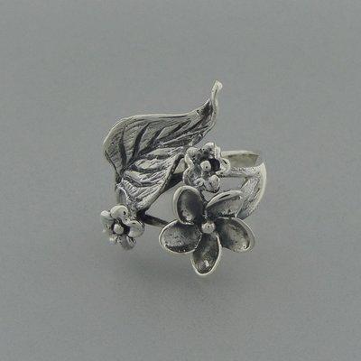 Zilveren Ring Bloem met blaadjes