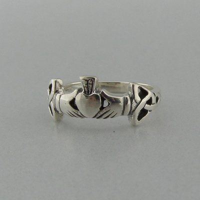 Zilveren Ring Claddagh met Triquetra